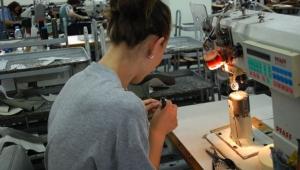 Работници в обувното производство: